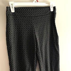 Time & Tru Women's ankle cropped patterned pants